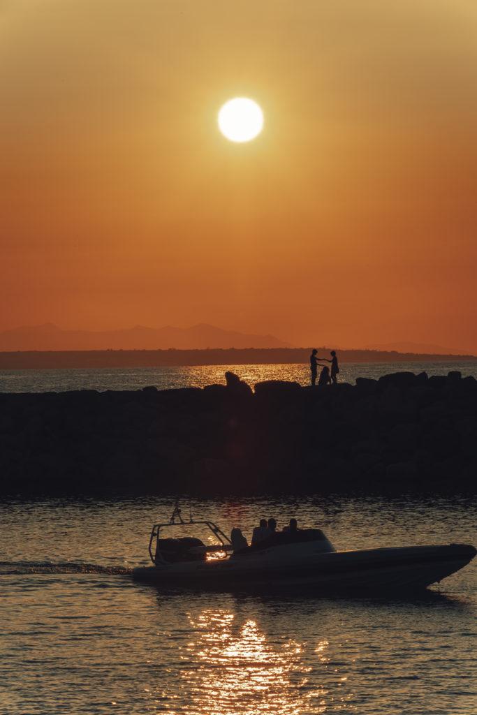 Красивый закат солнца на Крите