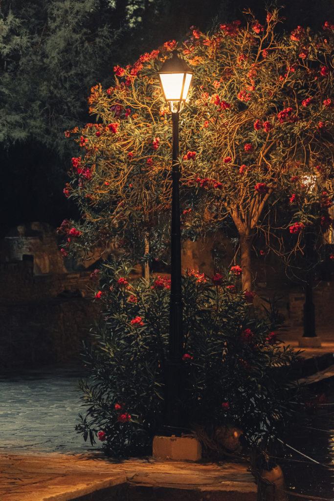 Озеро Вулисма в Агиос Николаосе, Крит вечером