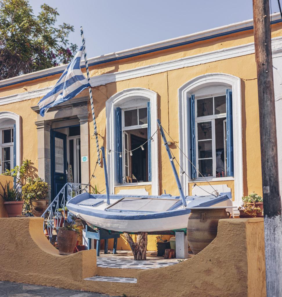 Красивые улочки Крита, улицы Агиос Николаоса. Agios Nikolaos view, Crete island.